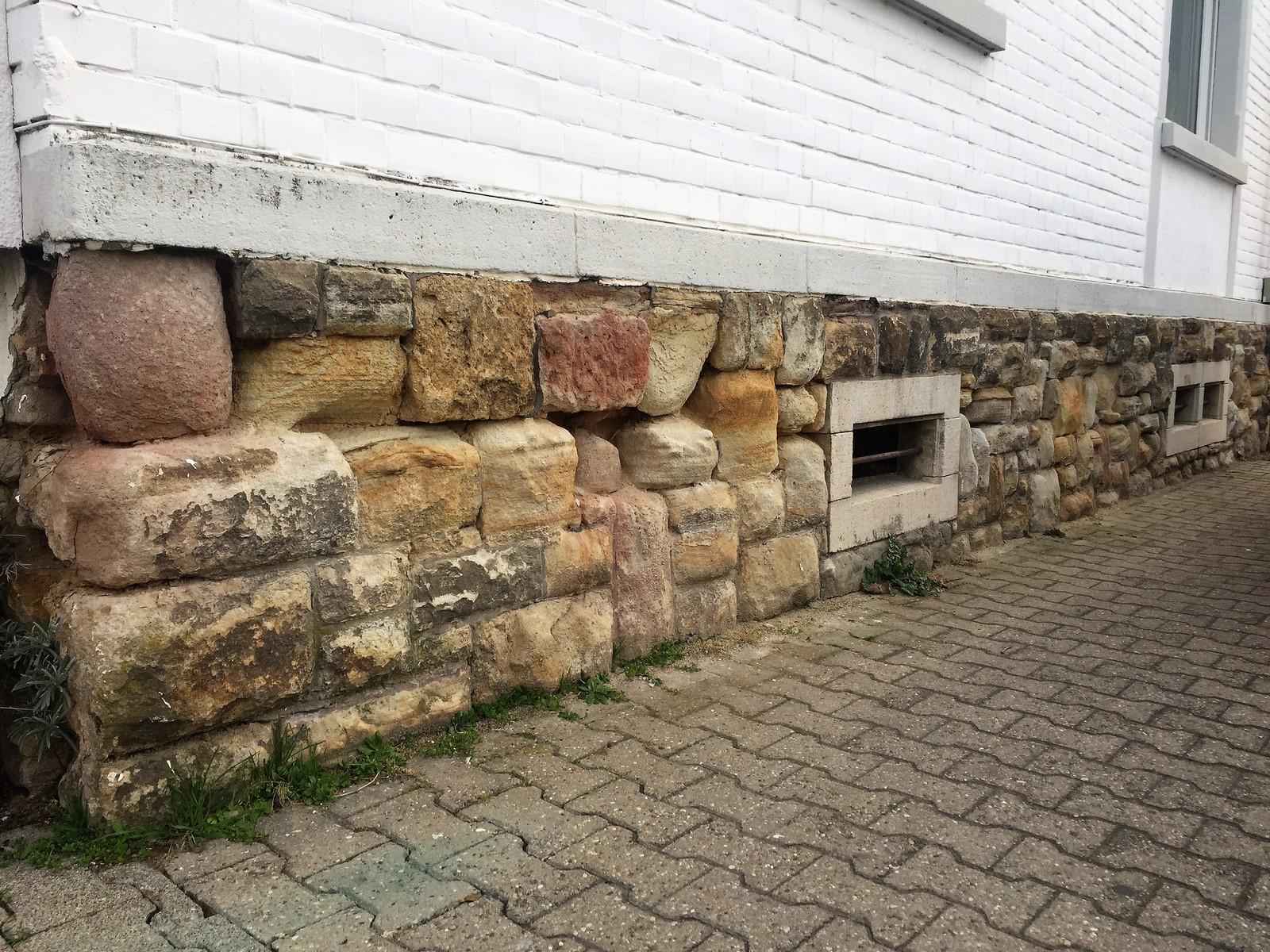 Haussockel aus Bruchsteinen